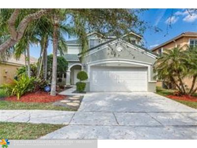 Weston Single Family Home For Sale: 797 Vista Meadows Dr