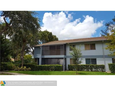 Oakland Park Condo/Townhouse For Sale: 2705 S Oakland Forest Dr #201
