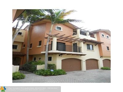Deerfield Beach Condo/Townhouse For Sale: 1952 NE 4th St #1952
