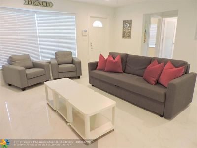 Dania Single Family Home For Sale: 210 SE 4th St