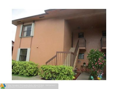 Hialeah Condo/Townhouse For Sale: 2485 W 67th Pl #23
