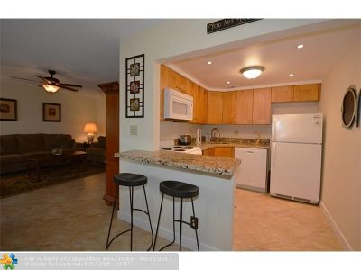 Lauderdale By The Sea Condo/Townhouse For Sale: 238 Hibiscus Ave #119