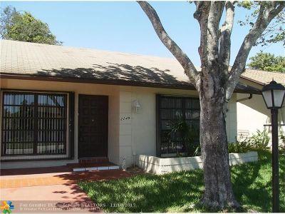 Deerfield Beach Single Family Home For Sale: 2249 SW 15 Pl