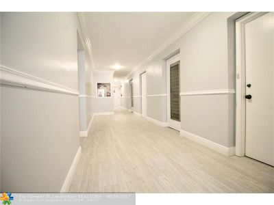 Fort Lauderdale Condo/Townhouse For Sale: 2900 Banyan #402