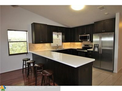 Boca Raton Condo/Townhouse For Sale: 23120 Barwood Park Lane #B