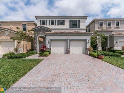 Miami Single Family Home For Sale: 19277 NE 8th Ct