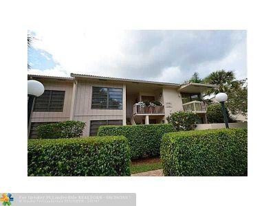 Boca Raton Condo/Townhouse For Sale: 7710 Lakeside Blvd #105
