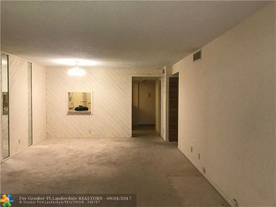 Coral Springs Condo/Townhouse For Sale: 3000 Riverside Dr #106