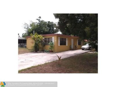 Boynton Beach Single Family Home For Sale: 240 N Palm Dr