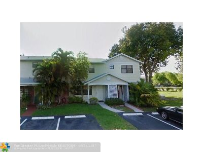 Pembroke Pines Condo/Townhouse For Sale: 711 NW 105th Ter #711