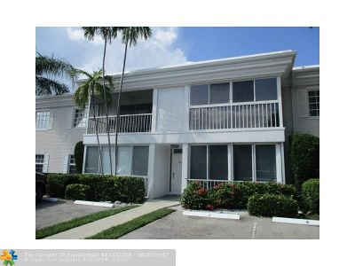 Broward County Condo/Townhouse For Sale: 6219 Bay Club Dr #4