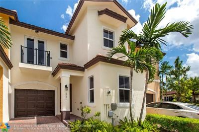 Coconut Creek Condo/Townhouse For Sale: 6904 Long Pine Cir #6904