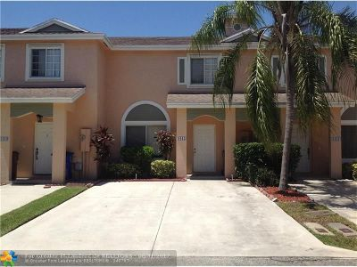 Deerfield Beach Condo/Townhouse For Sale: 1415 SW 48th #1415