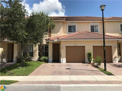 Oakland Park Condo/Townhouse For Sale: 3169 NW 32 Ct #3169