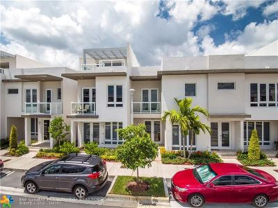 Doral Condo/Townhouse For Sale: 6402 NW 104th Path #6402