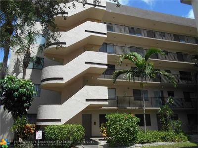 Broward County , Palm Beach County Condo/Townhouse For Sale: 8000 Hampton Blvd #206
