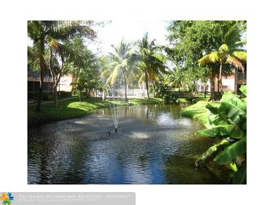 Deerfield Beach Condo/Townhouse For Sale: 760 SE 2nd Ave #c205