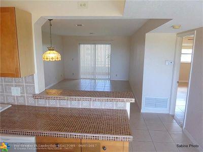 Boynton Beach Condo/Townhouse For Sale: 230 NE 26th Ave #406