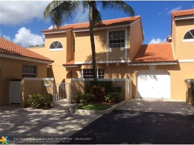 Coral Springs Condo/Townhouse For Sale: 11415 Lakeview Dr #-