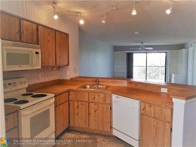 Pompano Beach Condo/Townhouse For Sale: 2217 Cypress Island Dr #508