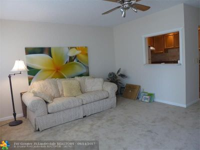 Deerfield Beach Condo/Townhouse For Sale: 43 Westbury B #43 B