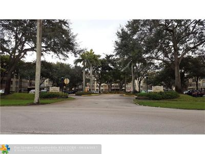 Plantation Condo/Townhouse For Sale: 6700 Cypress Rd #310