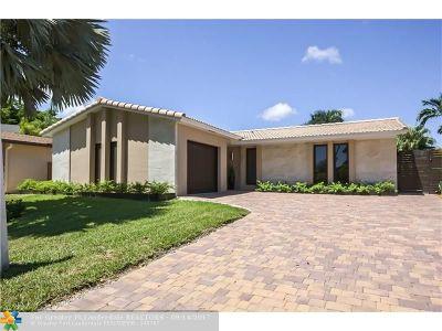 Dania Single Family Home For Sale: 203 SE 5th St