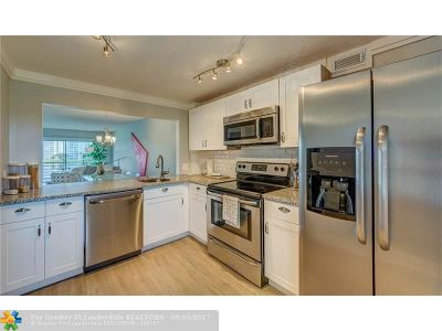 Pompano Beach Condo/Townhouse For Sale: 2751 N Palm Aire Dr #306