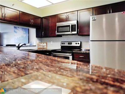 Pompano Beach Condo/Townhouse For Sale: 2200 S Cypress Bend Dr #801
