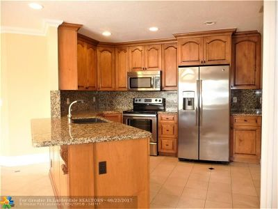 Pompano Beach Condo/Townhouse For Sale: 4015 W McNab Rd #303-D