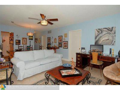 Pompano Beach Condo/Townhouse For Sale: 2525 W Golf Blvd #117