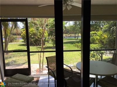 Pompano Beach Condo/Townhouse For Sale: 2202 S Cypress Bend Dr #107