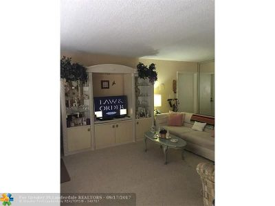 Boca Raton Condo/Townhouse For Sale: 6543 Burning Wood Dr #114