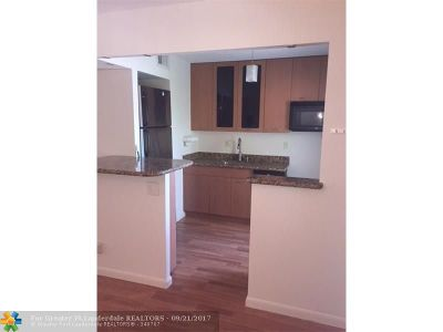 Fort Lauderdale Condo/Townhouse For Sale: 2555 NE 11th St #507