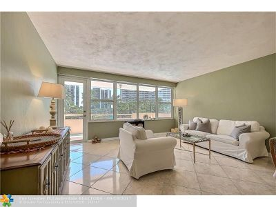 Fort Lauderdale Condo/Townhouse For Sale: 3300 NE 36th St #221