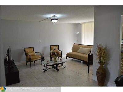 Broward County , Palm Beach County Condo/Townhouse For Sale: 9100 Lime Bay Blvd #110
