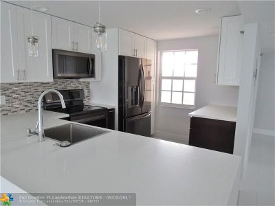 Broward County , Palm Beach County Condo/Townhouse For Sale: 3499 Oaks Way #410