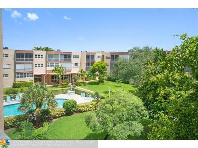 Plantation Condo/Townhouse For Sale: 6751 Cypress Rd #304