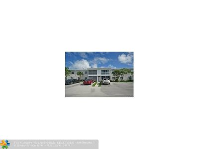 Broward County , Palm Beach County Condo/Townhouse For Sale: 6365 Bay Club Dr #1