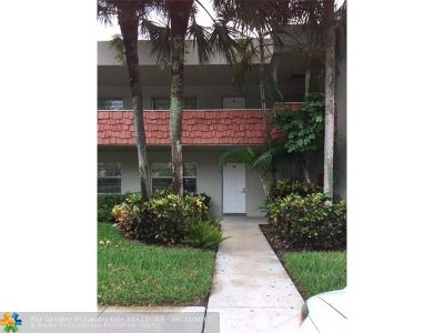 Broward County , Palm Beach County Condo/Townhouse For Sale: 800 Cypress Blvd #104