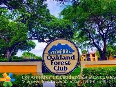 Broward County , Palm Beach County Condo/Townhouse For Sale: 3095 N Oakland Forest Dr #103