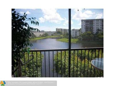 Broward County , Palm Beach County Condo/Townhouse For Sale: 2222 N Cypress Bend Dr #402