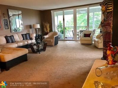 Broward County , Palm Beach County Condo/Townhouse For Sale: 3090 N Course Dr #406