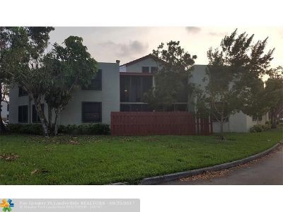 Oakland Park Condo/Townhouse For Sale: 216 Lake Pointe Dr #118