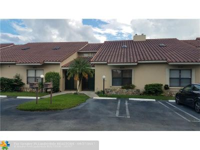 Coral Springs Condo/Townhouse For Sale: 8536 N Shadow Ct #8536
