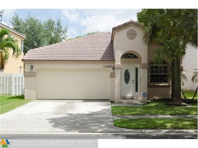 Pembroke Pines Single Family Home For Sale: 15289 NW 1st St