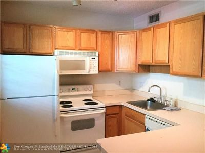 Wilton Manors Condo/Townhouse For Sale: 2660 NE 8th Ave #302