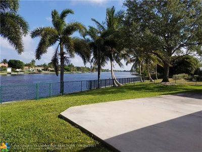 West Palm Beach Single Family Home For Sale: 6900 Carissa Circle