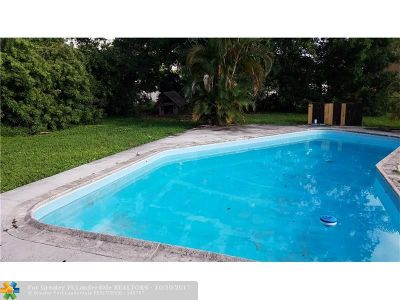 North Lauderdale Single Family Home For Sale: 8100 SW 9th St