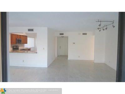 Boynton Beach Condo/Townhouse For Sale: 11262 Green Lake Dr #204